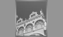 Biela budova, obraz digitálne tlačený